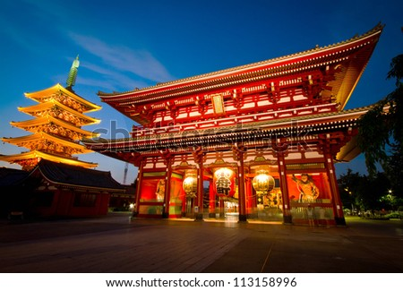 the hozomon gate of the asakusa