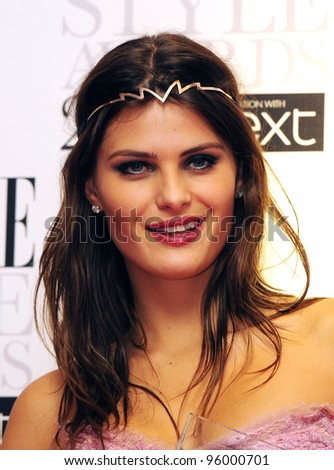 isabeli fontana arriving for