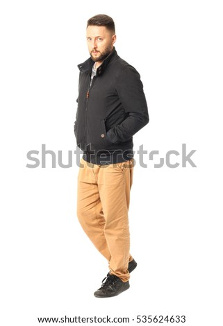 �¡asual man in jacket posing and looking at the camera