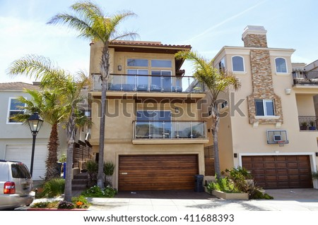 Houses and estates in the Manhattan Beach City, CA.