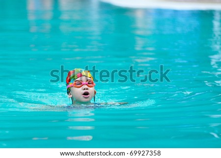 A Chinese little kid in the swimming pool