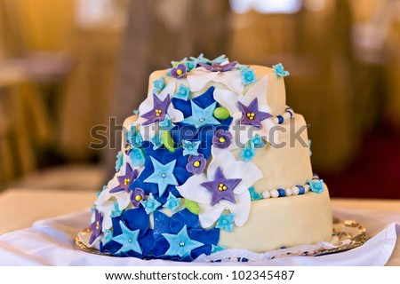A Fancy fall themed wedding cake with sugar leaves stars down th