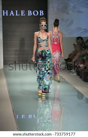 Model Yovanna Ventura Walks Runway Beach Stock Photo 682294195 Shutterstock