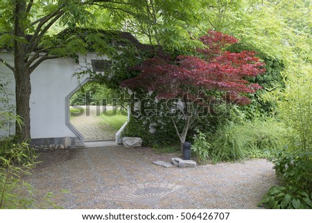 a secret entrance to a Chinese garden