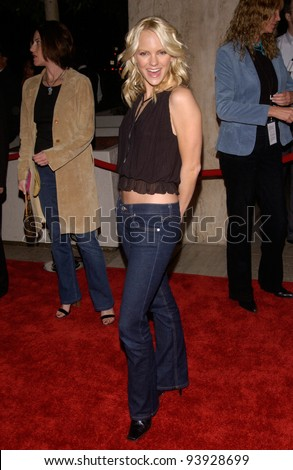 Actress ANNA FARIS at the Los Angeles premiere of her new movie The Hot Chick. 02DEC2002.   Paul Smith / Featureflash
