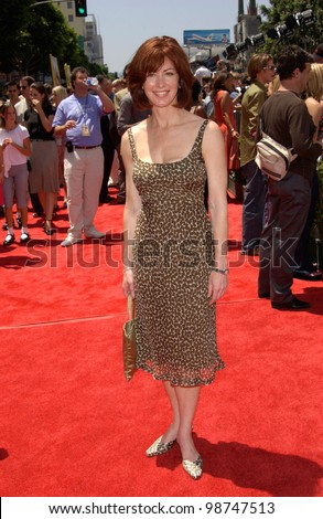 Actress DANA DELANY at the world premiere, in Hollywood, of Disney's The Princess Diaries. 29JUL2001.   Paul Smith/Featureflash