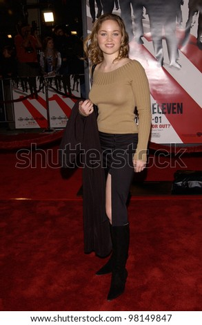 Actress ERIKA CHRISTENSEN at the world premiere, in Los Angeles, of Ocean's Eleven. 05DEC2001.  Paul Smith/Featureflash