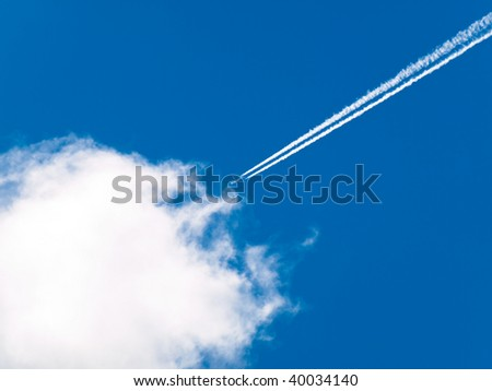 Airplane condensation line
