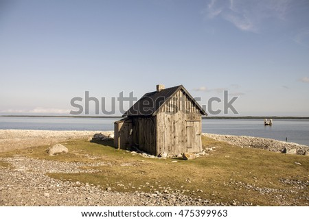 An old abandoned fishing house