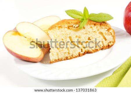 apple pie with apple on the table