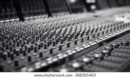 Mixing board hook up