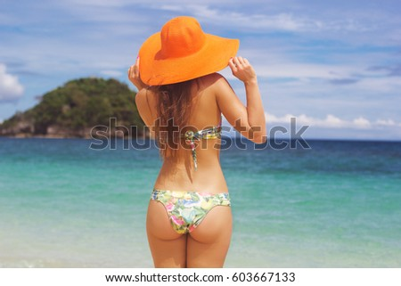 Woman On Vacation Wearing Beach Hat Stock Photo 615664046 ...