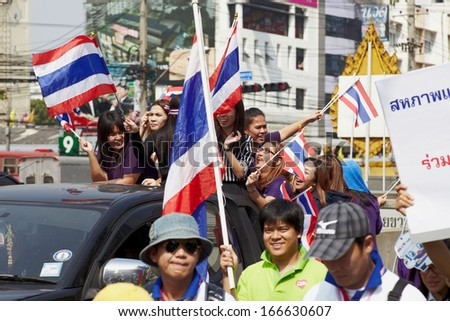 Bangkok - Desember 09: People anti goverment protests on Ratchadaphisek Rd, desember 9, 2013 in Bangkok, Thailand