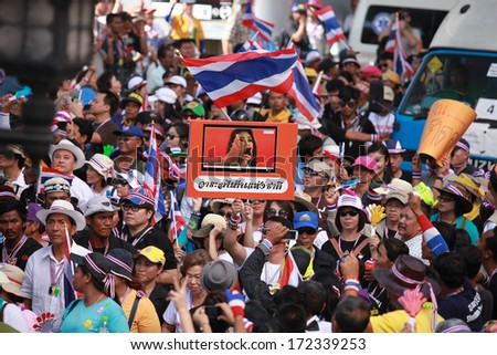 BANGKOK - JANUARY 13 : Unidentified anti government protesters to the Democracy Monument on January 13, 2013 in Bangkok, Thailand.