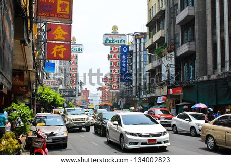 BANGKOK - MARCH 30 : Yaowarat Road,the main street in Chinatown, built by King Rama V.This crowded street winds through the bustling heart of Chinatown on March 30, 2013 in Bangkok, Thailand