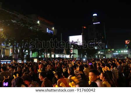 BANGKOK THAILAND - DECEMBER 31 : HAPPY NEW YEAR 2012, New year celebrations taking place at Central World Plaza Countdown 2012, central of Bangkok, On December 31,2011 in Bangkok, Thailand.