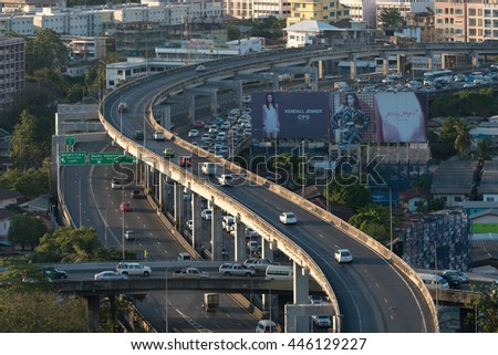 BANGKOK, THAILAND : 31 JANUARY 2016 - Many cars and traffic scene on express way  and road in business district at Bangkok, Thailand in 31 Jan 2016.