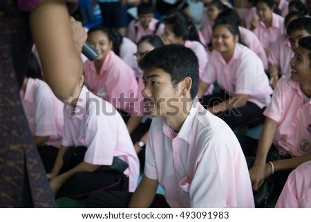 BANGPROK PATHUMTANI THAILAND OCTOBER 2016 :Unidentified teacher and student meeting for The English camp on October 3,2016 in Pathumwilai school,Pathum,Bangprok,Muang,Patumtani,Thailand.