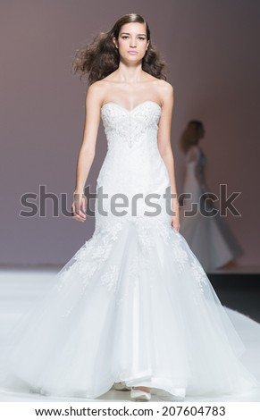 BARCELONA - MAY 08: a model walks on the Cymbeline bridal collection 2015 catwalk during the Barcelona Bridal Week runway on May 08, 2014 in Barcelona, Spain.