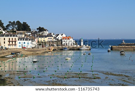 Beautiful sea village of Sauzon in low tide hours .  Belle ile en mer , Brittany , France
