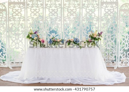 beautiful white and blue fresh flowers wedding table decor