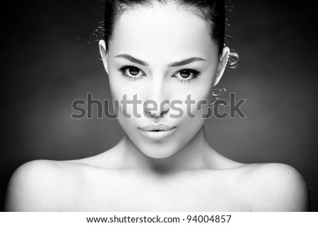 beautiful young woman portrait, black and white
