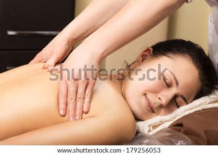 Расслабляющий массаж из рук в руки