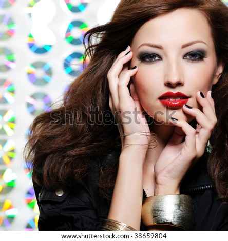 Beauty woman with bright fashion eye make-up and red lips