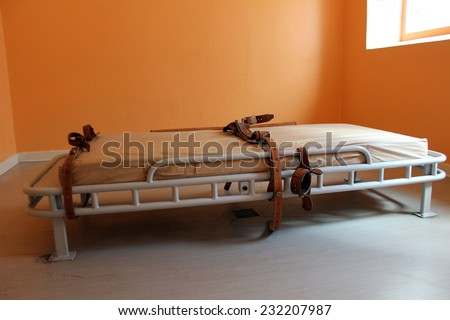 bed for restraining psychiatric patiens