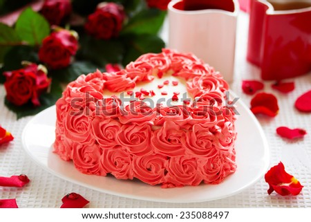 Birthday Cake For Valentineu0027s Day With Roses.