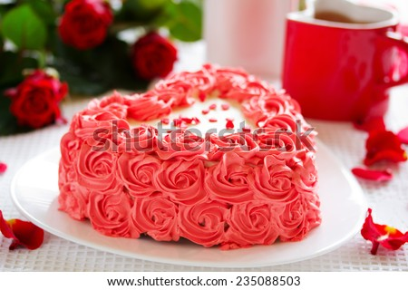 Birthday cake for Valentine's Day with roses.