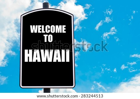 Black road sign with greeting message WELCOME TO HAWAII isolated over clear blue sky background with available copy space. Travel destination concept  image