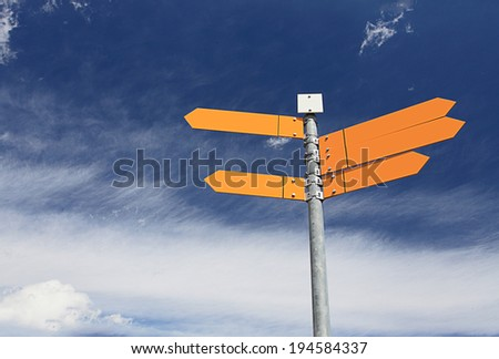 Blank signpost with bluesky
