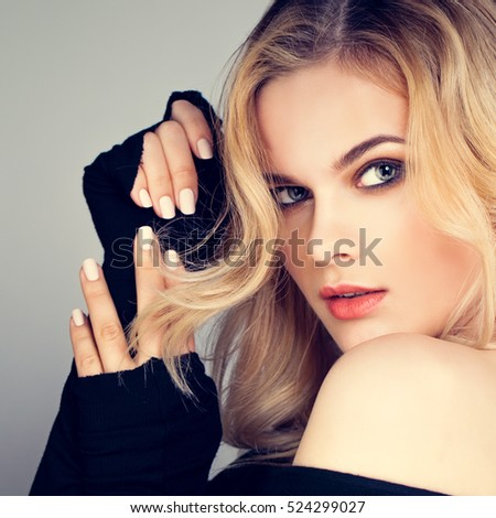 Blonde Beauty. Pretty Woman Fashion Model with Blonde Hairstyle