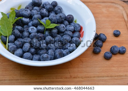 Blue berries in a bowl