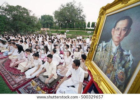 BODDHAGAYA,INDIA : 16-Oct-2016 Thai people pray for their beloved King Bhumibol Adulyadej.