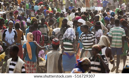BONATA VILLAGE, OMO VALLEY. ETHIOPIA - JANUARY 2, 2014: Unidentified people from Ari tribe at local village market.