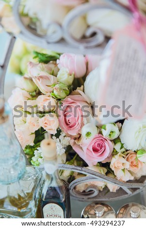 Bouquet made of pink and white roses stands on the mirror tray