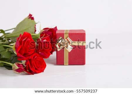 Red Gift Box Bouquet Roses On Stock Photo 171502031 ...
