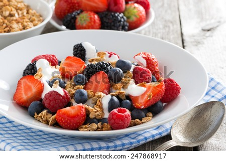 breakfast with fresh berries, yogurt and homemade granola, close-up