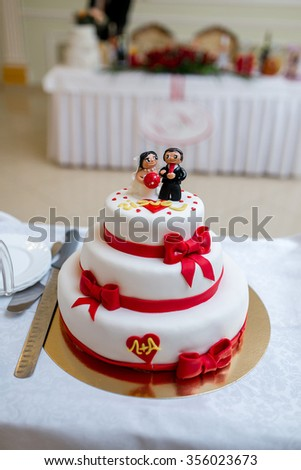 Bride and groom figurines on top of a wedding cake