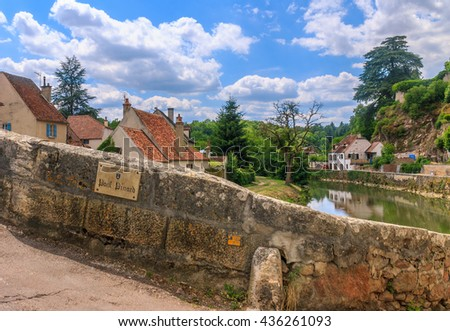 Bridge Pinard in picturesque medieval town of Semur en Auxois, Burgundy, France. The traslation of the words on the plate is 'Bridge Pinard' 'Commune of Semur en Auxois'