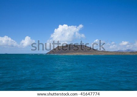 Canary Islands, Isla de Lobos, extinct volcano La Caldera, Lanzarote in the background