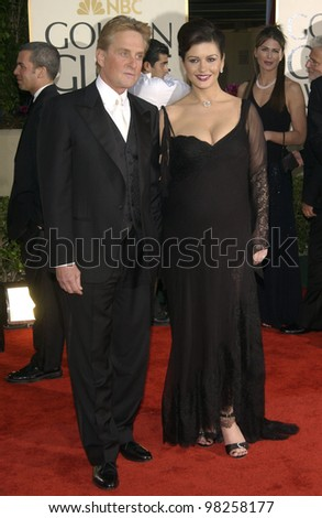CATHERINE ZETA-JONES & MICHAEL DOUGLAS at the Golden Globe Awards at the Beverly Hills Hilton Hotel. 19JAN2003.  Paul Smith / Featureflash