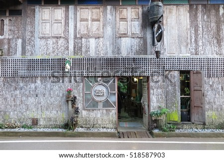 CHIANG MAI, THAILAND - NOVEMBER 9, 2016 : Old wooden house exterior architecture, old wood wall texture at Mae Kampong Village, Chiang Mai, Thailand