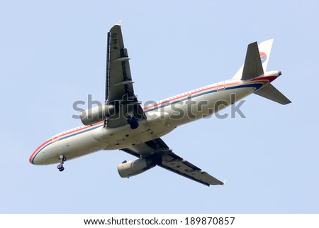 CHIANGMAI, THAILAND- APRIL 16  2014: B-6673  Airbus A320-200 of China Eastern Airline Landing to Chiangmai Airport from shanghai.