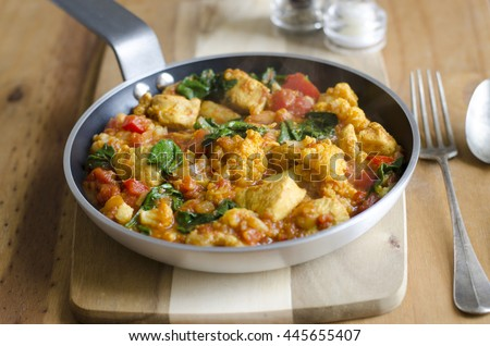 Chicken curry with cauliflower and spinach