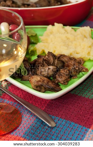 Chicken liver served with mashed potatoes, onions and radishes.
