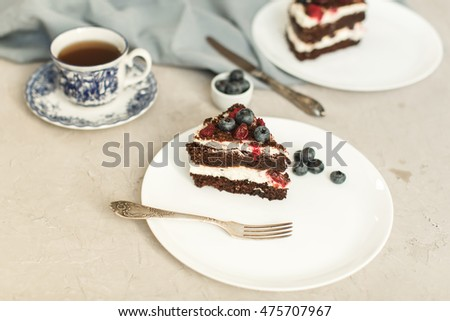 Chocolate sponge cake with berries