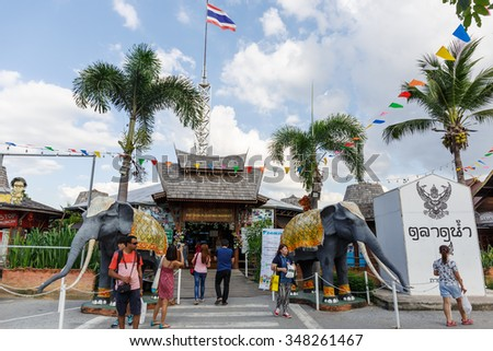 CHONBURI - DEC,7  : Travel and shopping in Pattaya Floating Market four regions Where have the traditional commercial boats and villagers do about traditional foods and souvenirs.THAILAND DEC,7 2015